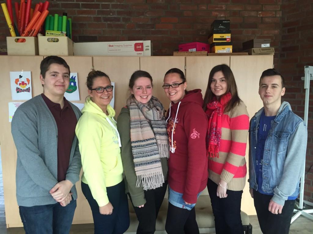 von li. nach rechts: Joachim Krome, Julia Schuon, Anina Berg, Annika Motz, Isabel Neugebauer, Tom Glasmacher