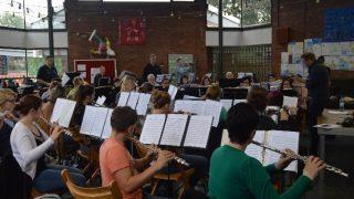Lernorchester: Musizieren mit Unterstützung der Musiklehrer